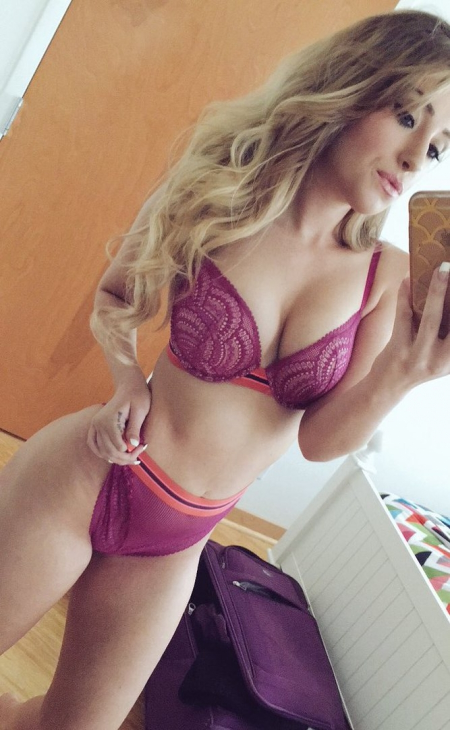 Hot sexy erotic fishnets blonde slefie