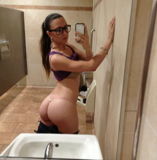 Nice juicy ass in the toilet