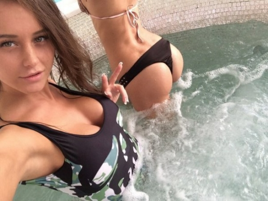 Teen ass in the pool