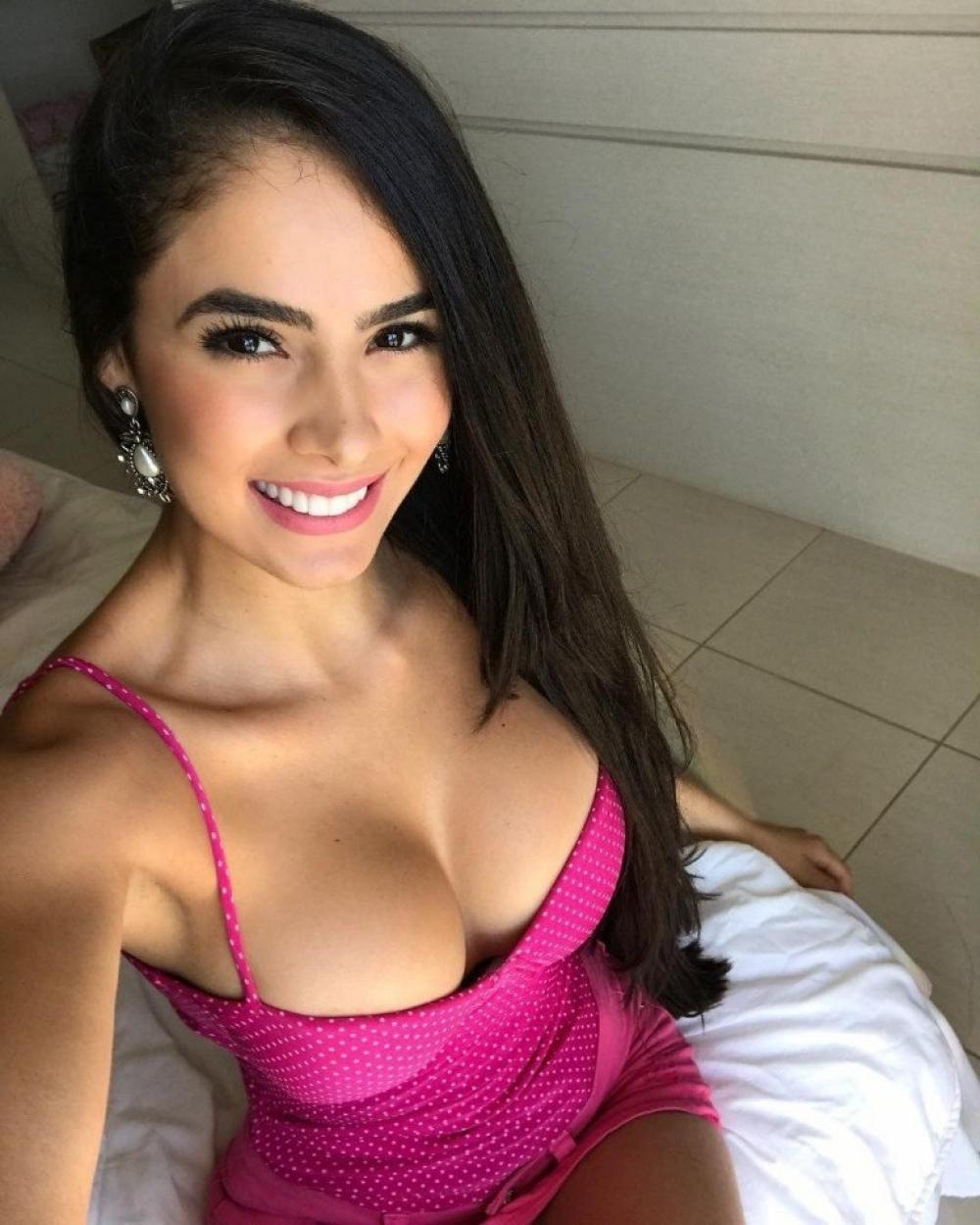 Busty lace bra