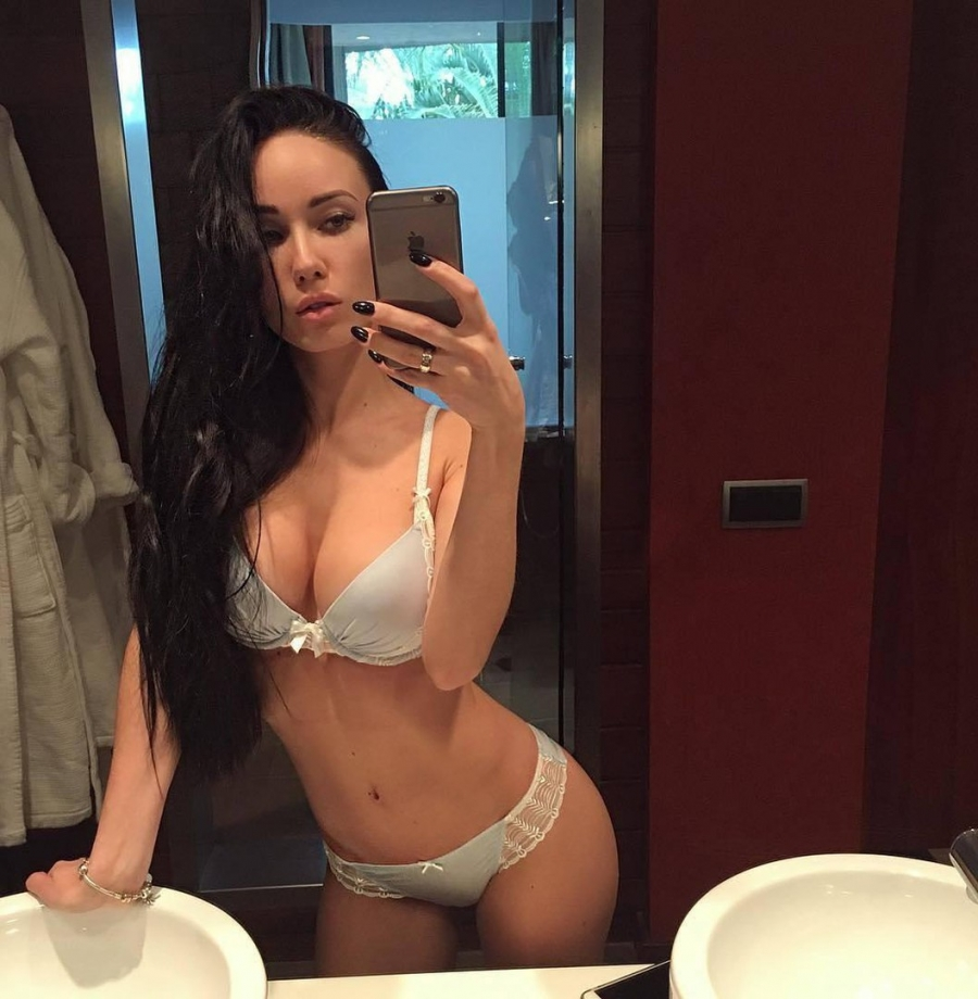 WHite sexy lingerie and sexy selfie